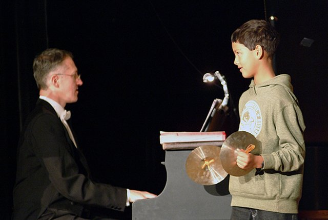 Carmen mit Kinder-Percussion