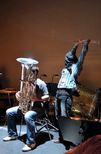 Tuba wird narkotisiert - Probe Sinfonieorchester Aachen, Foto: Sandra Borchers