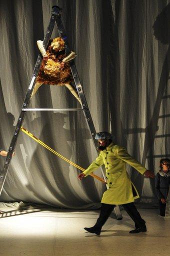 Onkle Woland im Labor- Uraufführung Foto:© R. Schwarz